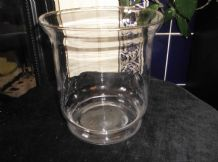 "ELEGANT GILDED RIM GLASS VASE USEFUL SIZE 7"" DIA X 7.5"" HIGH WAISTED BASE RIM"
